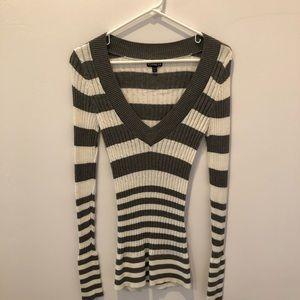 Express White/Grey Ribbed V-Neck Sweater sz Small